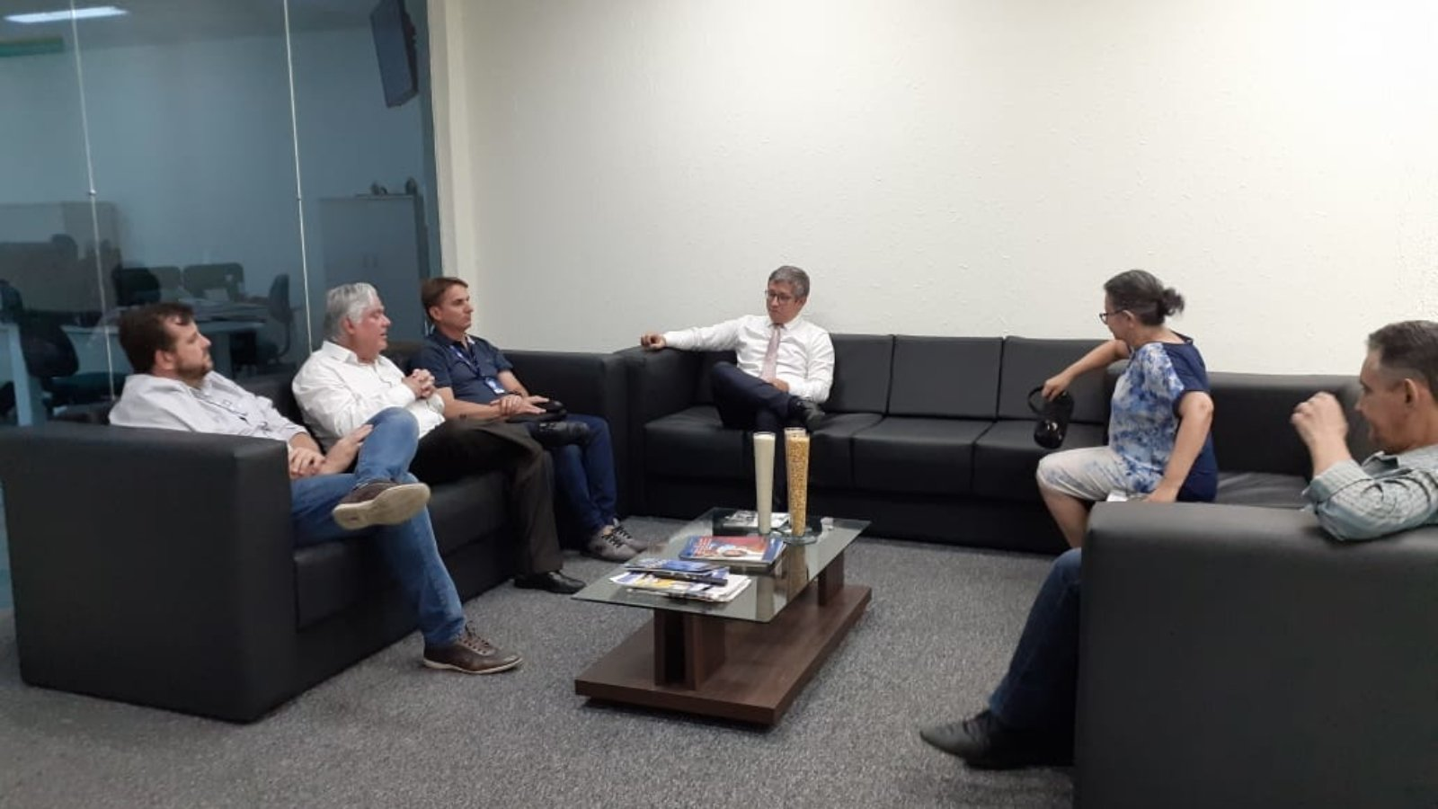 Integrantes do Fórum de Energias Renováveis de Roraima e representante do Banco da Amazônia se reuniram para traçar metas que facilitem o acesso de sociedade às linhas de crédito. Foto: Ascom/Fórum de Energias Renováveis de Roraima
